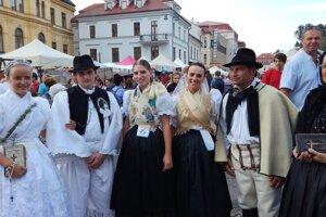 Ján Kupec (v kroji vpravo) mal blízky vzťah k tradíciám svojich predkov. Na snímke počas Slovenského dňa kroja.