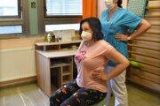 Pacienti musia po vyliečení rehabilitovať.