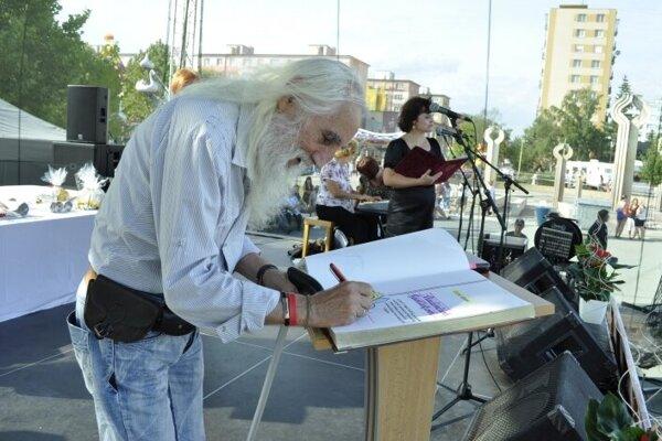 Vladimír Sadílek  v roku 2013 pri oceňovaní významných osobností mesta Lučenec