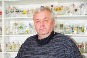 V zbierke Petra Lariša je viac ako 2600 pohárov