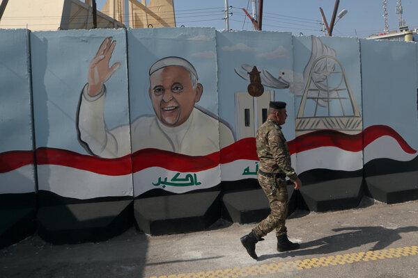 Pápež František pricestuje na návštevu Iraku.