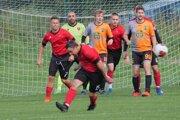 Liptovský Ján v červenom proti Liptovskej Lužnej v zápase 9. kola jesennej časti súťaže.
