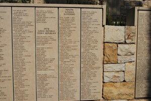 Na Múre cti v Jeruzaleme sú vytesané aj mená Ján a Eva Hučkovci