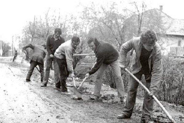"""V tradičných brigádach a neskôr v akciách """"Z"""" si obyvatelia budovali Trebostovo kúsok po kúsku."""