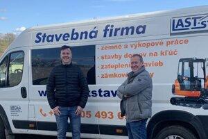 Stanislav Laktiš (vpravo) zapriahol do vedenia rodinnej firmy LAST-stav aj syna Mateja.