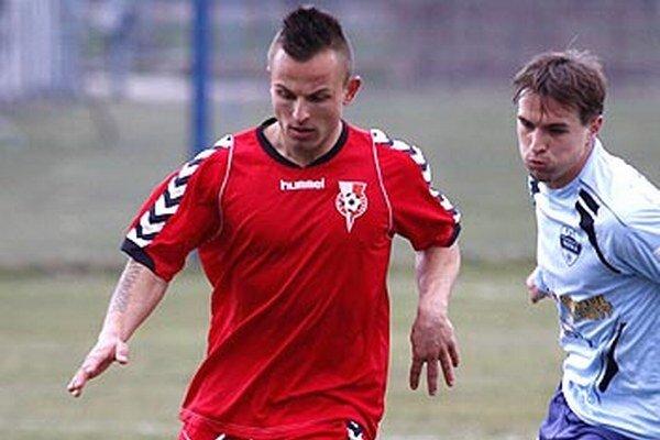 Miroslav Kasaj (vľavo) strelil v šiestich kolách III. ligy už osem gólov.