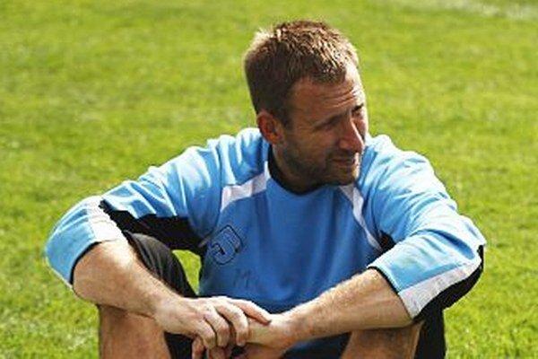 Dušan Perniš v piatok debutoval v zostave seniorského tímu FC Nitra.