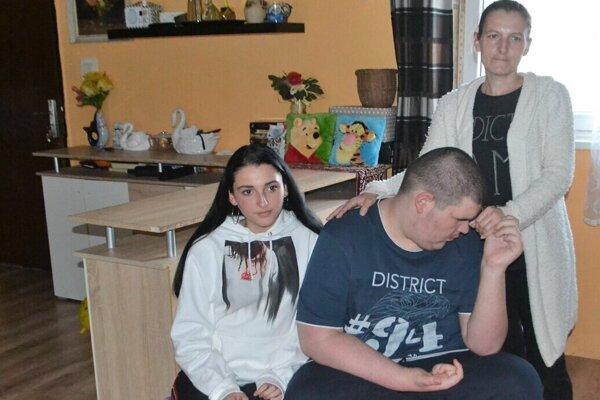 Vážne chorá matka robí všetko pre svoje deti. Kamilko  je na tom veľmi zle. Cystu diagnostikovali aj dcérke Anne Márii.