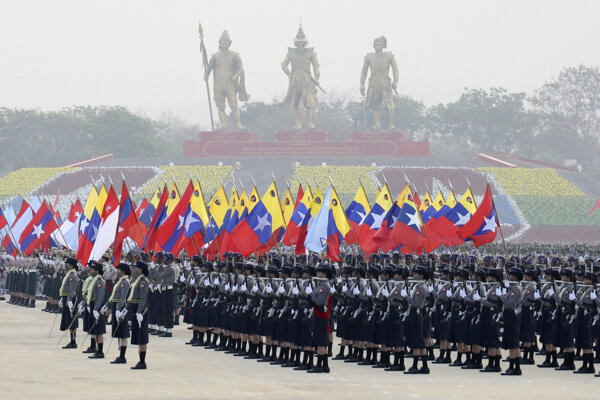Vojenská junta v Barme si pripomína Deň ozbrojených síl.