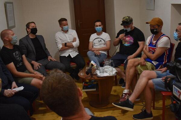 Podstatná časť prípravného tímu kandidatúry Prešova na titul EHMK 2026.
