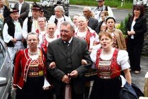 Stretnutie partnerov z Volkoviec a Sečovskej Polianky. V popredí je šéf dôchodcov vo Volkovciach Jozef Horňák.
