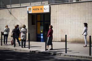 Pobočky Slovenskej pošty budú otvorené do štvrtka.