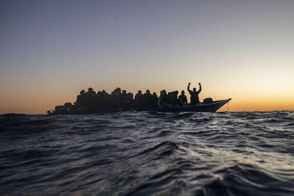 Loď s migrantmi v Stredozemnom mori