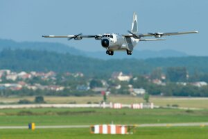 Model lietadla C-130 Hercules v maskovacom nátere o rozpätí 2540 mm a hmotnosti 5 kg. Model je vybavený telemetriou, pozičnými svetlami a brzdou zadných kolies pre lepšie zastavenie modelu po pristátí.