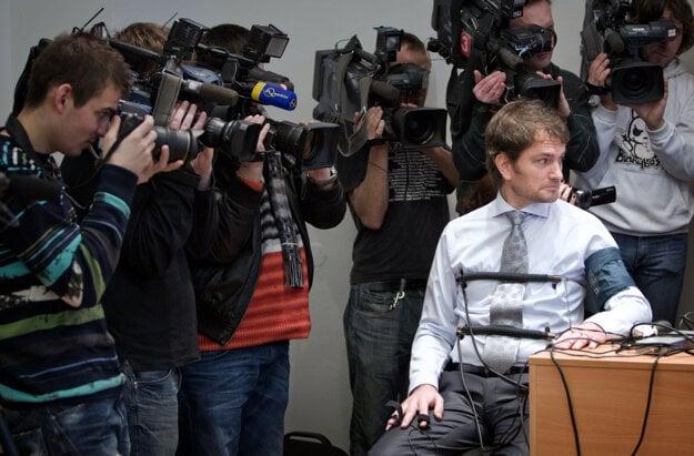 23. február 2012, Bratislava. Poslanec NR SR a líder hnutia Obyčajní ľudia Igor Matovič počas tlačovej besedy, na ktorej odprezentoval svoje absolvovanie testu na detektore lži.