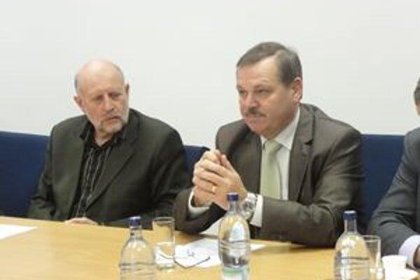 Starosta Tešedíkova (vpravo).