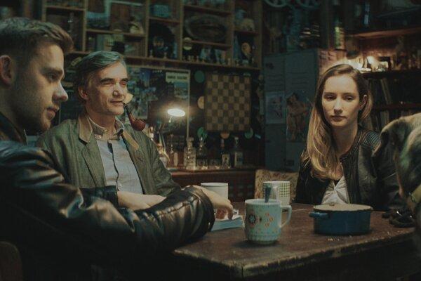 Vincent Navrátil, Martin Myšička a Eliška Křenková v seriáli Boží mlýny.