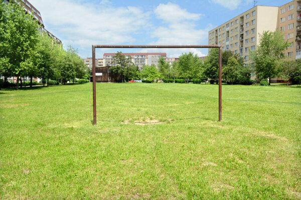 Najväčšia zelená plocha vo vnútroblokovom priestore Kuzmányho, Kpt. Nálepku a Magurská by podľa želania miestnych mala byť staromestským Central parkom.