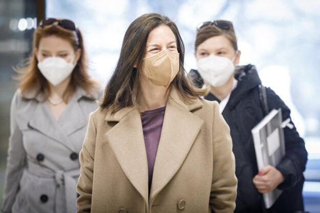 Ministerka kultúry SR Natália Milanová počas príchodu na rokovanie vlády.