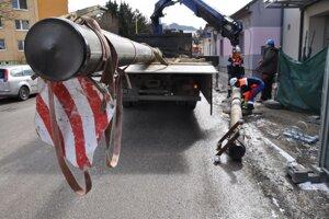 Stĺp bol len poslednou komplikáciou pri výstavbe hasičskej stanice, ktorá trvá už viac ako desať rokov.