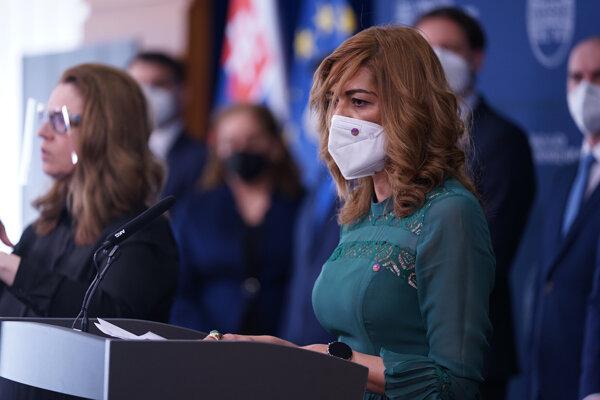 Splnomocnenkyňa vlády SR pre rómske komunity Andrea Bučková (v popredí).
