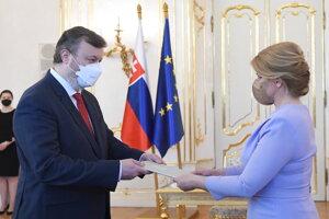Prezidentka vymenovala Milana Krajniaka za ministra práce.