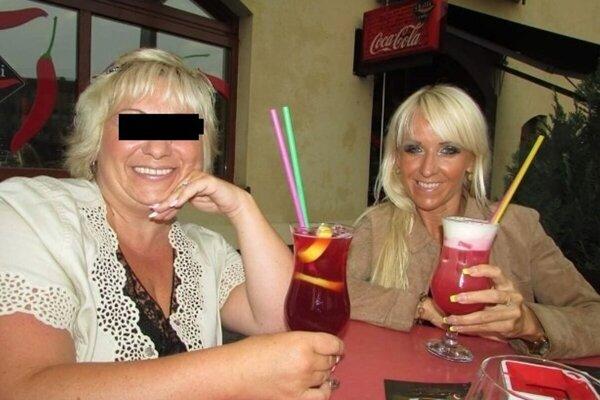 Finančná poradkyňa (vľavo) mala podviesť aj svoju kamarátku, známu fitnesku Janu Kordiakovú.