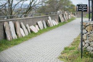 Odkryté náhrobné kamene v areáli Židovského ortodoxného cintorína na bratislavskej Žižkovej ulici.
