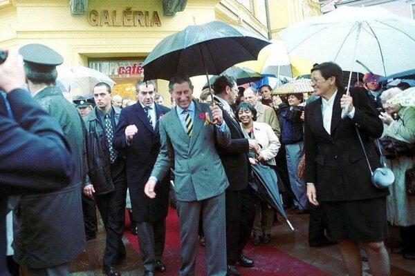 V Banskej Bystrici prišli výnimočnú návštevu pozdraviť stovky ľudí.