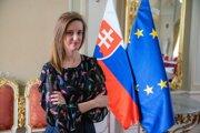 Diplomatka ĽUBICA KARVAŠOVÁ je vedúcou oddelenia európskych záležitostí Úradu vlády. V minulosti pôsobila na stálom zastúpení Slovenska v Európskej únii alebo na ministerstve zahraničných vecí.