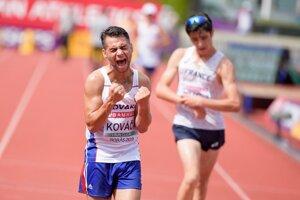 Chodca Daniela Kováča prirovnávajú k olympijskému víťazovi Matejovi Tóthovi. Je   juniorským   majstrom   Slovenska   v chôdzi na desať kilometrov.