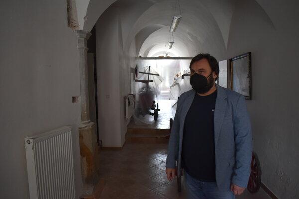 Riaditeľ Krajskému múzea v Prešove Ľuboš Olejník v priestoroch, v ktorých prebieha rekonštrukcia.
