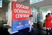 Dočasné očkovacie centrum, ktoré vzniklo vo februári v spolupráci Banskobystrického samosprávneho kraja a zdravotníckeho zariadenia Novamed.