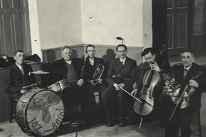 BOŠÁCKA KAPELA PRI VYSTÚPENÍ ZLATÁ RYBKA V ROKU 1954. Hudobné kapely sa tiež významne pričinili okultúrny život vdoline. Hrávali totiž na zábavách, rôznych oslavách aďalších kultúrnych podujatiach.
