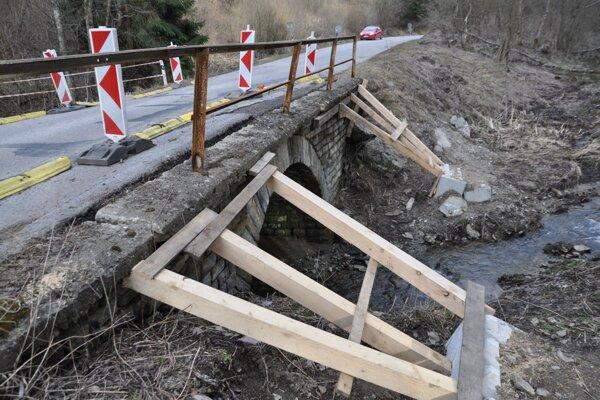 Takto vyzerá most medzi Oravským Podzámkom a Pribišom.