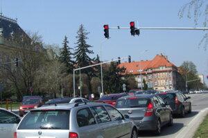 Semafory spustili v pondelok.