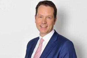 Jim Egan pracoval v BBC aj v britských mediálnych úradoch.Teraz bude v dozornej rade Petit Press reprezentovať MDIF, ktorý odkúpil akcie Penty.
