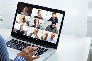 Zoznámenie sa s novými kolegami prebehlo v mnohých firmách počas pandémie len virtuálne.