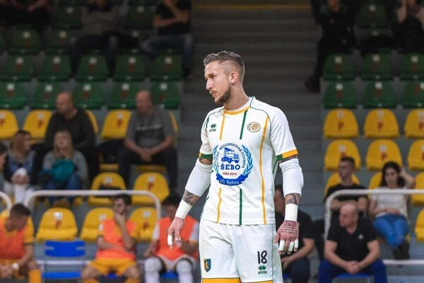 Erik Bielik počas futsalového zápasu.