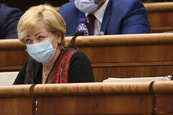 Poslankyňa parlamentu Ľubica Laššáková počas rokovania pokračujúcej 23. schôdze Národnej rady SR.