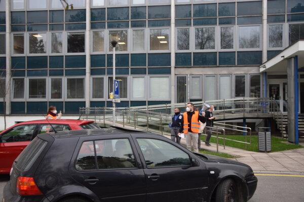 Protest pred Mestským úradom v Martine.