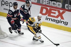 Zľava Zdeno Chára, Tom Wilson a Sidney Crosby v zápase Washington Capitals - Pittsburgh Penguins.