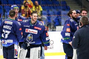 Andrej Košarišťan (v strede) si vychutnával s Kladnom postup do českej extraligy.
