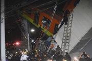 Vagóny sa zrútili do niekoľkometrovej hĺbky.