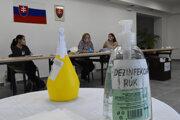 Na Slovensku sa konajú doplňujúce komunálne voľby.