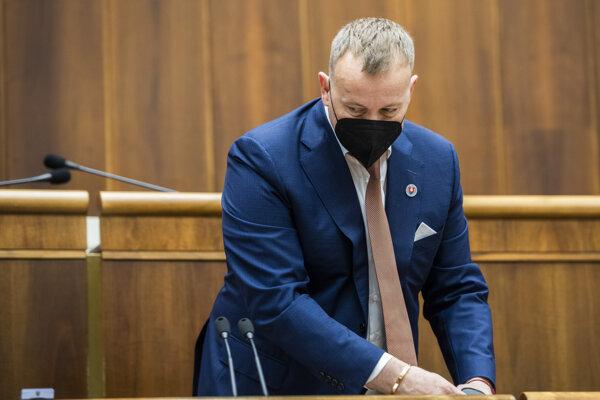 Predseda parlamentu Boris Kollár odchádza po prerušenej schôdzi.