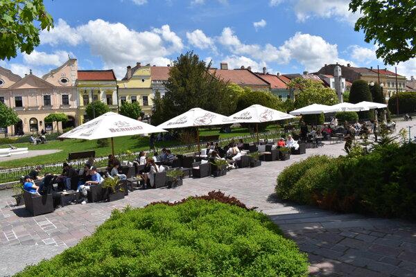 Jedna z terás na Hlavnej ulici v Prešove.