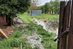 Vytopené nehnuteľnosti v obci Nižný Čaj.