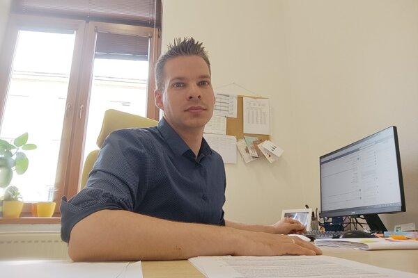 Peter Danišik je vedúcim kancelárie Centra právnej pomoci Nitra.