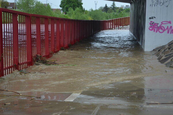 Cyklochodník je už pod vodou.